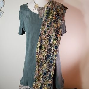 LulaRoe 2-piece top and leggings outfit